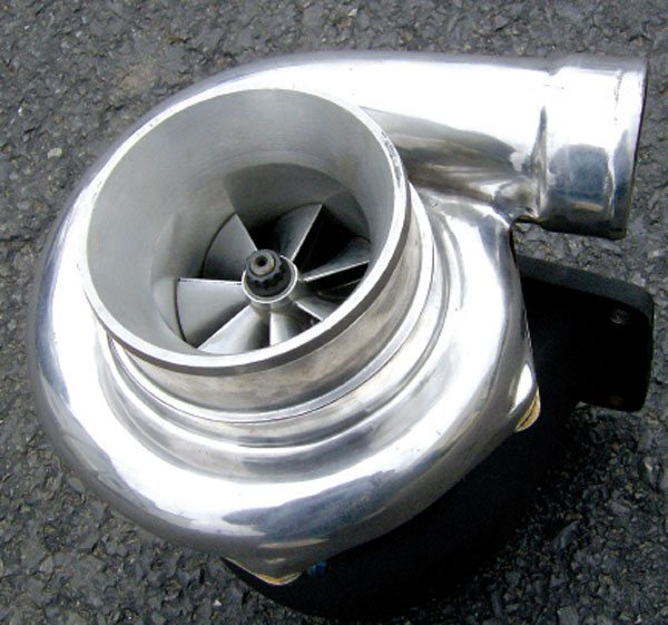 Exhaust driven turbochargers have long been used by OEMs. Mounted closely to the cylinder head, they make optimal use of the heat energy of the exhaust gases.