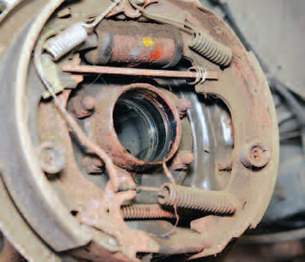 Once the bearing and seal are removed, you should have a clear view of the inside of the axle tube.(Randall Shafer)