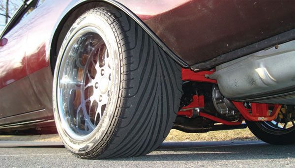 With some careful measuring, a little light metal work, the combination of Currie Currectrac arms, a Fays2 Watts link, and adjustable-rate SC&C/Spohn rear sway bar to control axle location and body roll, this is the end result. A wheel well stuffed to the max with tire and wheel and zero body/frame contact, no matter how hard the car is driven. (Photo Courtesy J. Follweiler)
