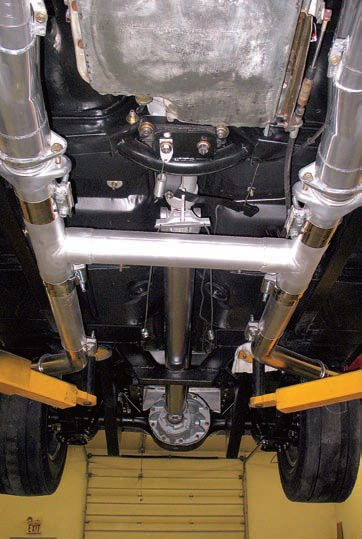 19.This exhaust system features a simple H-pipe crossover with the same OD as the mating pipes, so instead of welding the butt joints, this builder simply used wide band clamps.